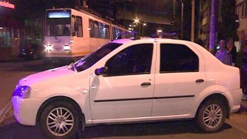 Un şofer din Bucureşti a parcat pe linia de tramvai şi a blocat circulaţia pentru câteva ore Foto: rtv.net